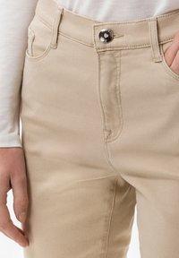 BRAX - STYLE CAROLA - Jeans Slim Fit - sand - 3