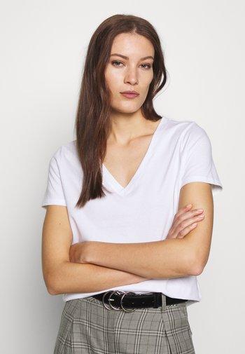 NEW SUPIMA VEE - Basic T-shirt - white