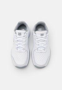 K-SWISS - COURT EXPRESS CARPET - Tenisové boty na umělý trávník - white/high rise/silver - 3