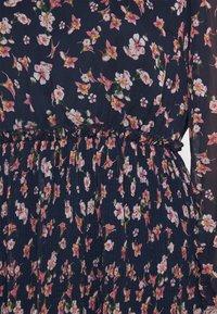 Vero Moda - VMWONDA PLISSE DRESS - Denní šaty - night sky/rona - 5