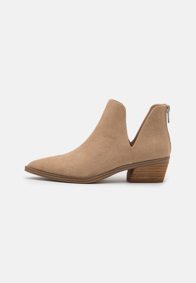 ZANDER - Kotníková obuv - sand