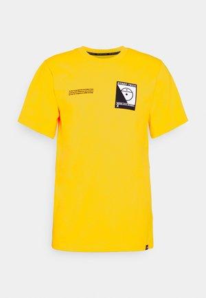 STEEP TECH LOGO TEE UNISEX  - Printtipaita - lightning yellow