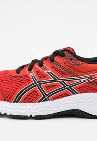 ASICS - CONTEND 6 - Neutral running shoes - fiery red/black - 5