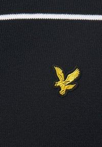 Lyle & Scott - WIDE STRIPE CREW NECK JUMPER - Stickad tröja - dark navy - 5