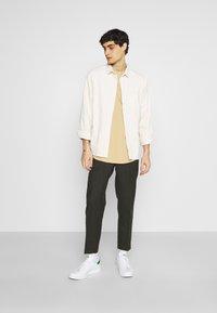 TOM TAILOR DENIM - Print T-shirt - lark beige - 1