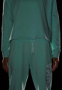 Puma - TILITY CREW - Sweatshirt - mist green - 4