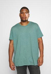 Burton Menswear London - SHORT SLEEVE CREW 3 PACK - T-shirt basic - red/offwhite - 3