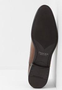 Doucal's - PISA - Elegantní šněrovací boty - radica brandy /testa di moro - 4