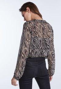 SET - Button-down blouse - black/white - 2
