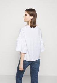 DRYKORN - FIMONI - Print T-shirt - weiss - 2