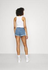 Missguided - HIGHWAISTED TURN UP  - Denim shorts - blue - 2