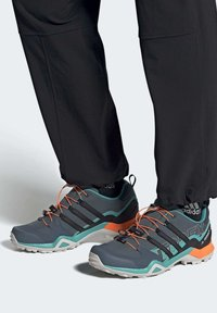 adidas Performance - TERREX SWIFT R2 HIKING SHOES - Hiking shoes - green - 0