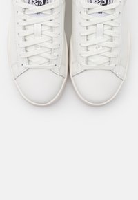 Diesel - CLEVER S-CLEVER LOW LACE W - Trainers - white/silver - 5