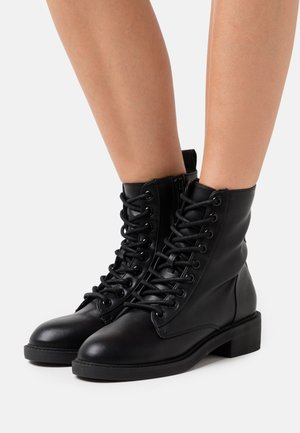 LACE UP FLAT BOOT - Lace-up ankle boots - black