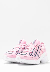 adidas Originals - EQT GAZELLE RUNNING-STYLE SHOES - Matalavartiset tennarit - true pink/tech mint - 4