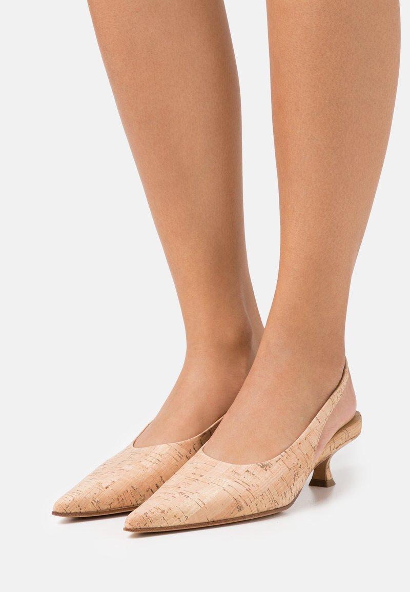 MM6 Maison Margiela - COURT SHOE - Classic heels - tan