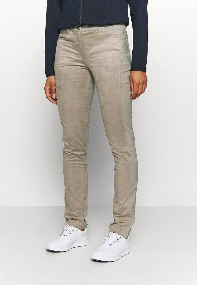 PACE PANTS - Pantaloni - hazel
