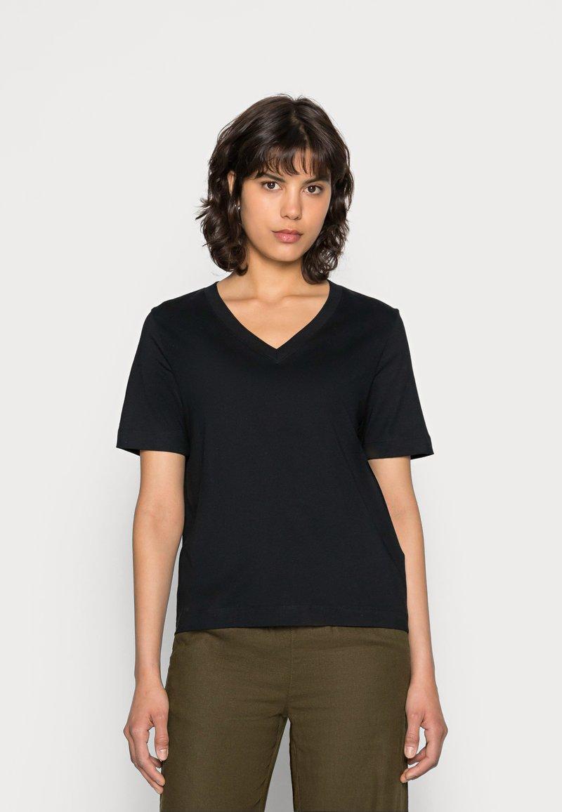 Selected Femme - SLFSTANDARD  V NECK TEE  - Jednoduché triko - black