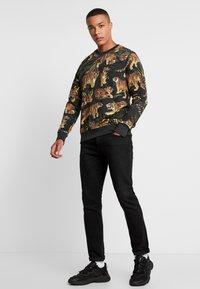 Jack & Jones - JORFEENY CREW NECK - Sweatshirt - tap shoe/multicolour - 1