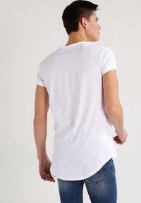 Tigha - MILO - Basic T-shirt - white - 2