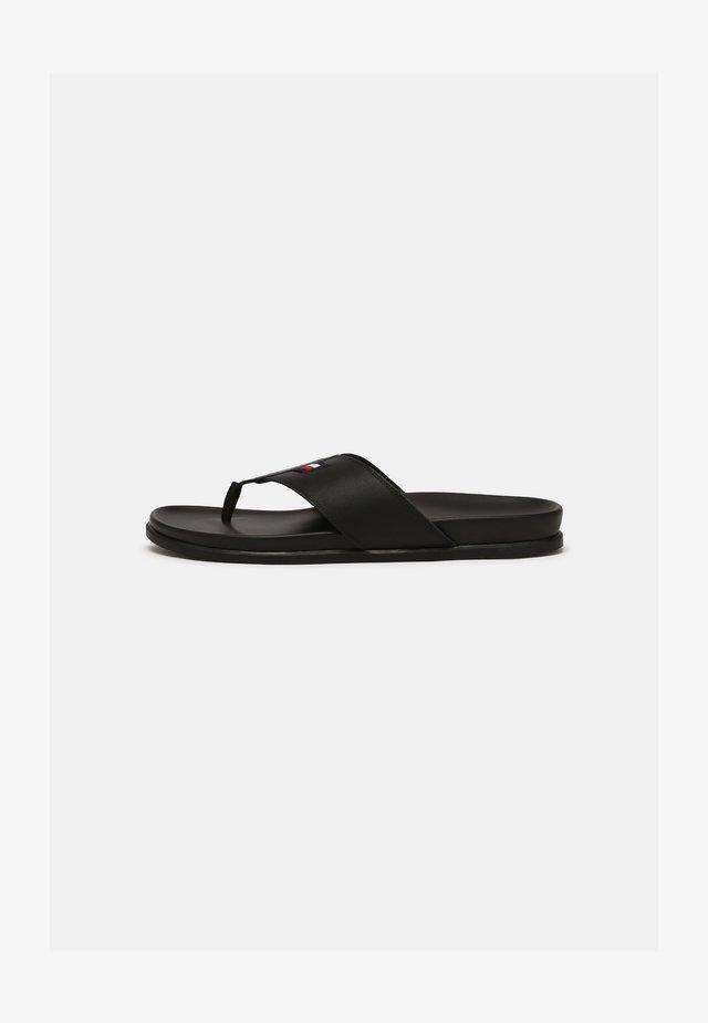 TONG - Sandály s odděleným palcem - black