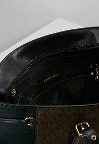MICHAEL Michael Kors - VOYAGER TOTE - Handbag - brown - 4