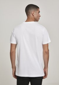 Mister Tee - CAAALLING - Print T-shirt - white - 2