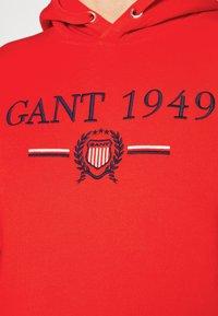 GANT - 1949 CREST HOODIE - Luvtröja - lava red - 6