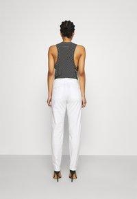 DRYKORN - MAD - Pantaloni - off-white - 2