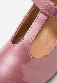 Froddo - FIONAS T-BAR NARROW FIT - Riemchenballerina - pink - 2