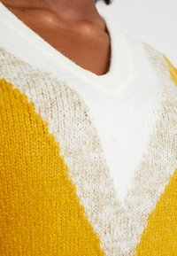 Simply Be - ELEVATED ESSENTIALS V-NECK DRESS - Strikket kjole - colour block chevron - 6