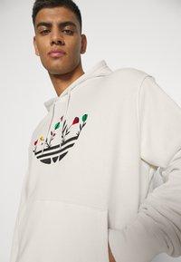 adidas Originals - FLORAL TREFOIL UNISEX - Sweatshirt - off white - 3