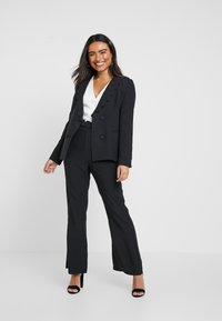 Fashion Union Petite - TORA SCALLOP TRIM - Blazer - black - 1