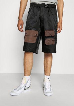 TECH - Shorts - black