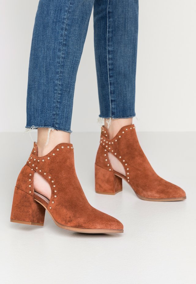 JUSTINE - Ankle Boot - rust
