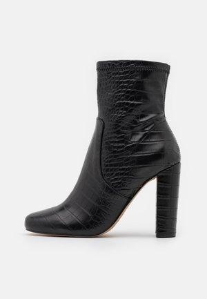 SERENN - Ankelboots med høye hæler - black