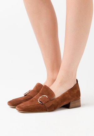 Scarpe senza lacci - nugat