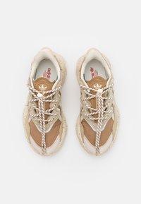 adidas Originals - OZWEEGO UNISEX - Zapatillas - brown - 3