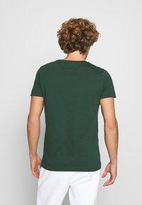 Tommy Hilfiger - LOGO TEE - T-shirt z nadrukiem - green - 2