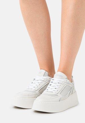 BUMPP IN - Sneakersy niskie - offwhite
