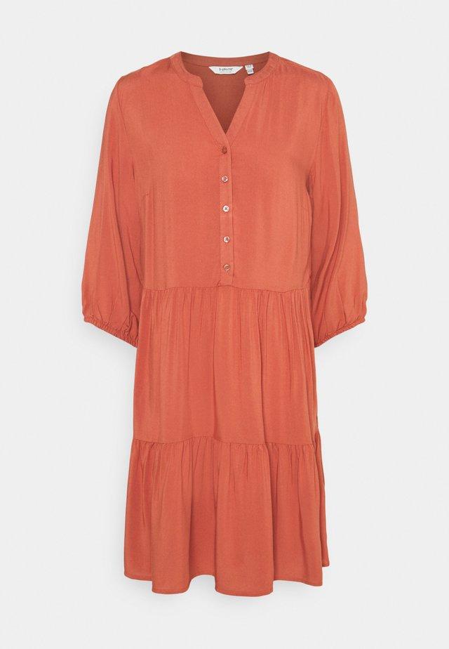 BYMMJOELLA DRESS - Denní šaty - etruscan red