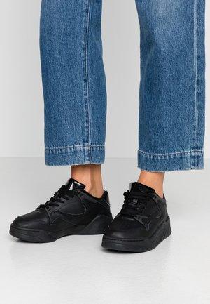 COURT SLAM - Zapatillas - black
