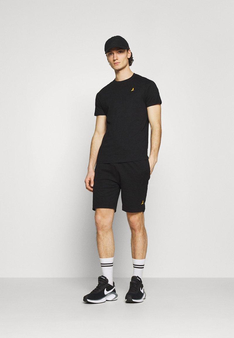 Brave Soul - FINNAN SET - Shorts - jet black