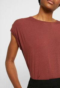 Vero Moda - VMAVA PLAIN - T-shirt basic - sable - 5