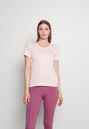 RUN - Basic T-shirt - pale coral/black/silver
