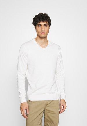 BASIC VNECK - Stickad tröja - white