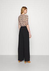 Diane von Furstenberg - ABBIE BODYSUIT - Print T-shirt - medium black - 2