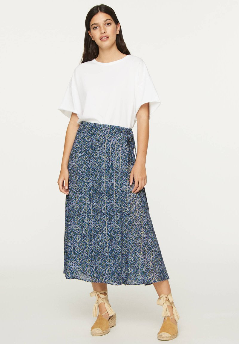 OYSHO - LILAC FLORAL SARONG SKIRT - A-line skirt - dark blue