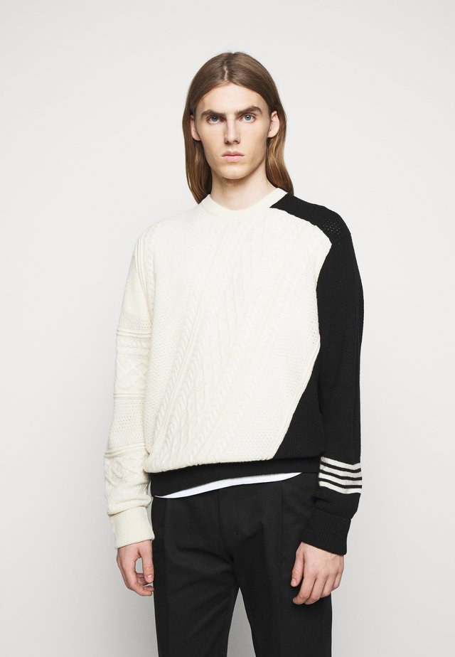 MISPLACED ARAN  - Neule - off-white/black
