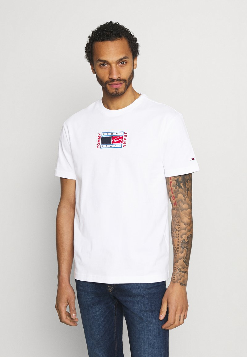 Tommy Jeans - TIMELESS TEE UNISEX - Print T-shirt - white